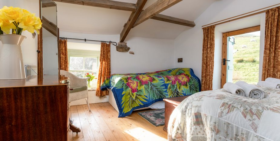 Barn double bedroom with single bed and pullout sgle guest bed