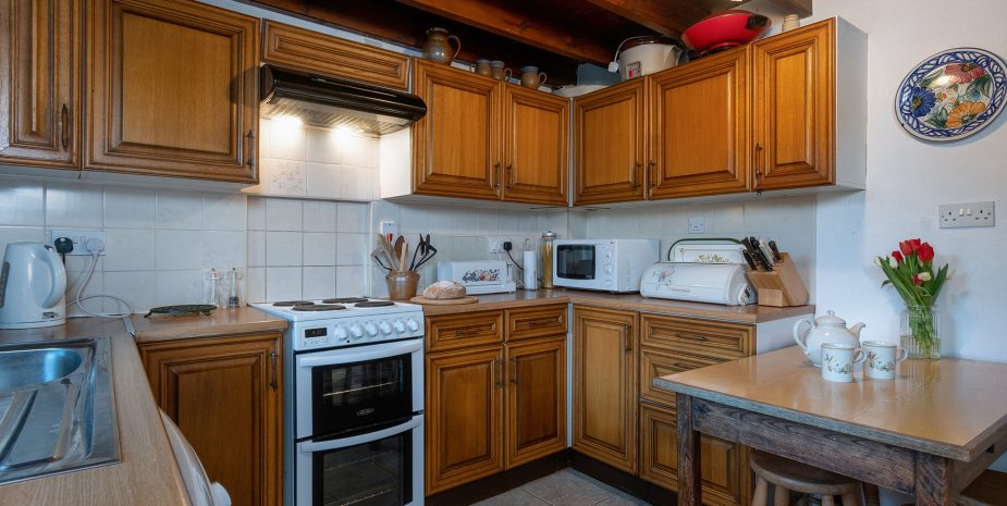 Kitchen with washer and dishwasher